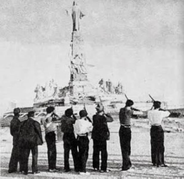 Guerra Civil Espanhola - tiros na estátua