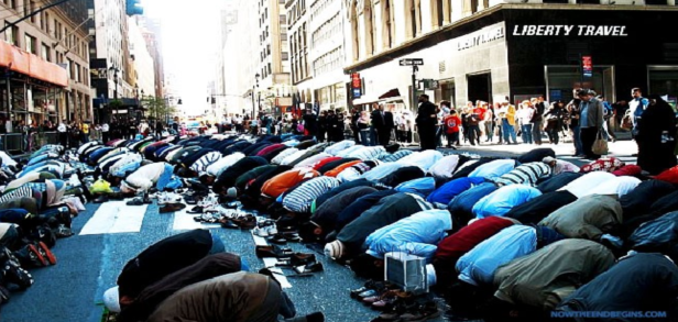 Muçulmanos Rezando Rua